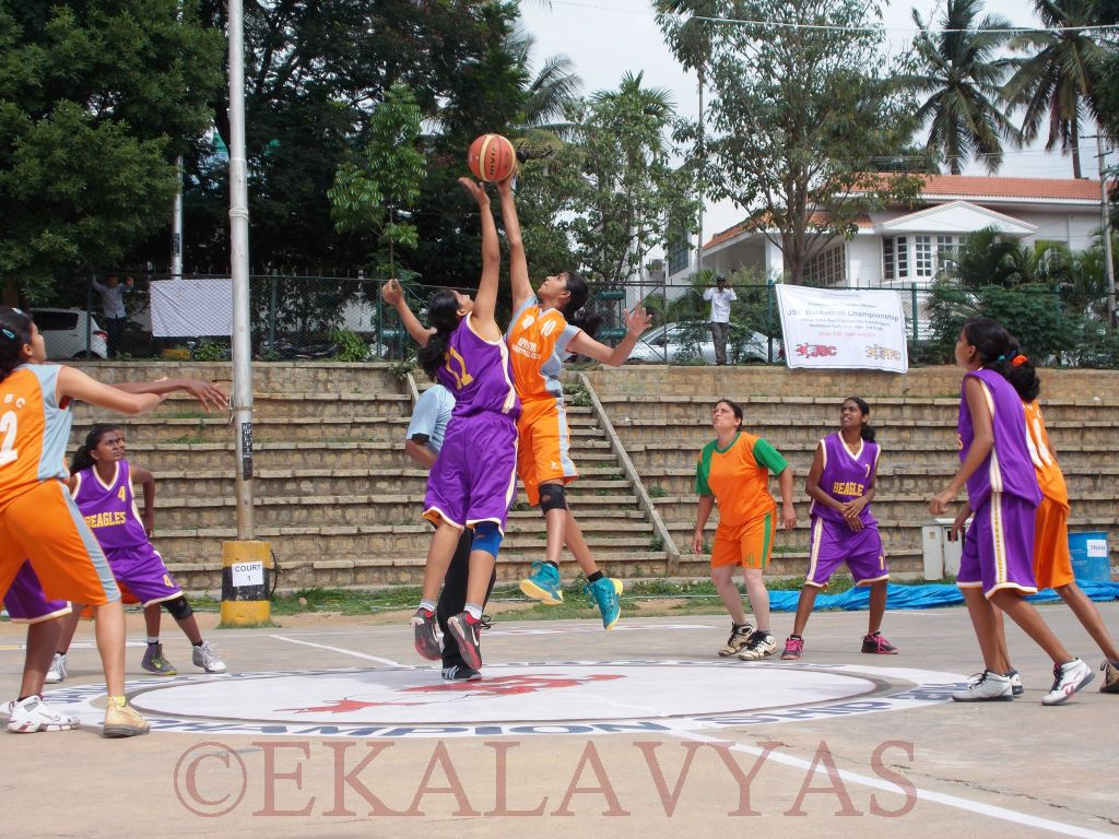 Women's league match between Beagles (in purple) and Appaiah BBC tips off. Beagles would win 39-22.