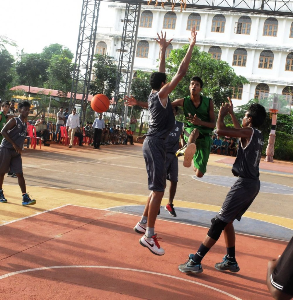 A wonderful pass for the team mate from Thrissur against Kottayam defense in the first Semi Final.