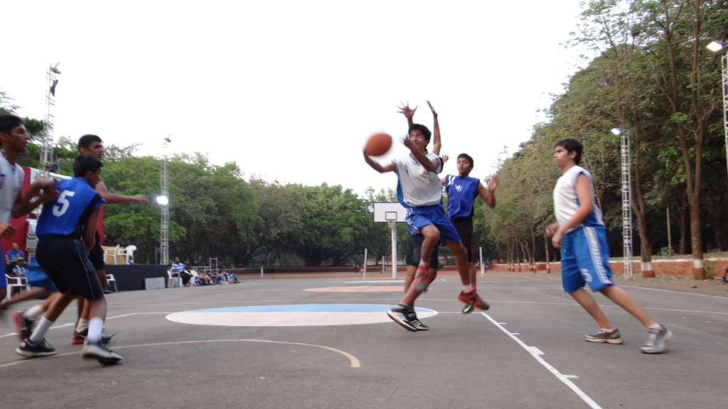 Match between St Mary's (White) and Deccan Gymkhana (Blue) Boys