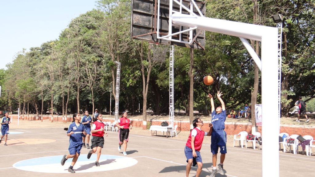 girls match between Sardar Dastur A ( Blue ) and Lalit Nahata Basketball Acedamy ( Red ) resized