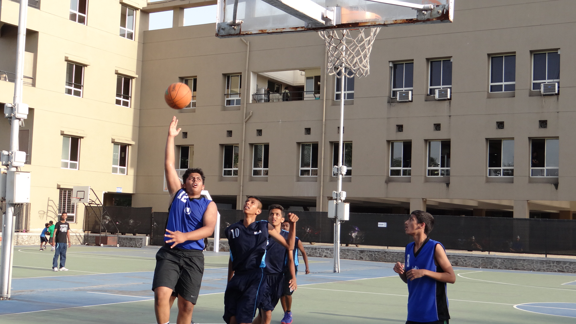 Boys match between LNBA (Navy Blue) and Deccan Gymkhana 'B' (Sky Blue).