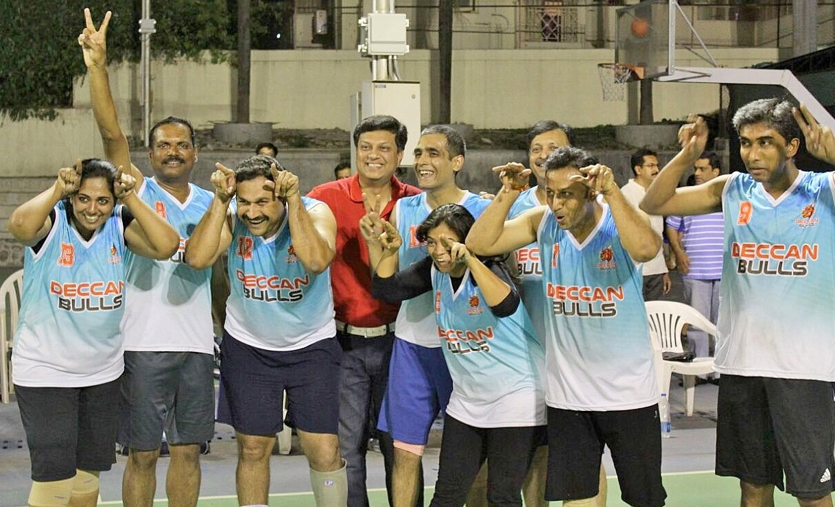 The delighted Deccan Bulls team