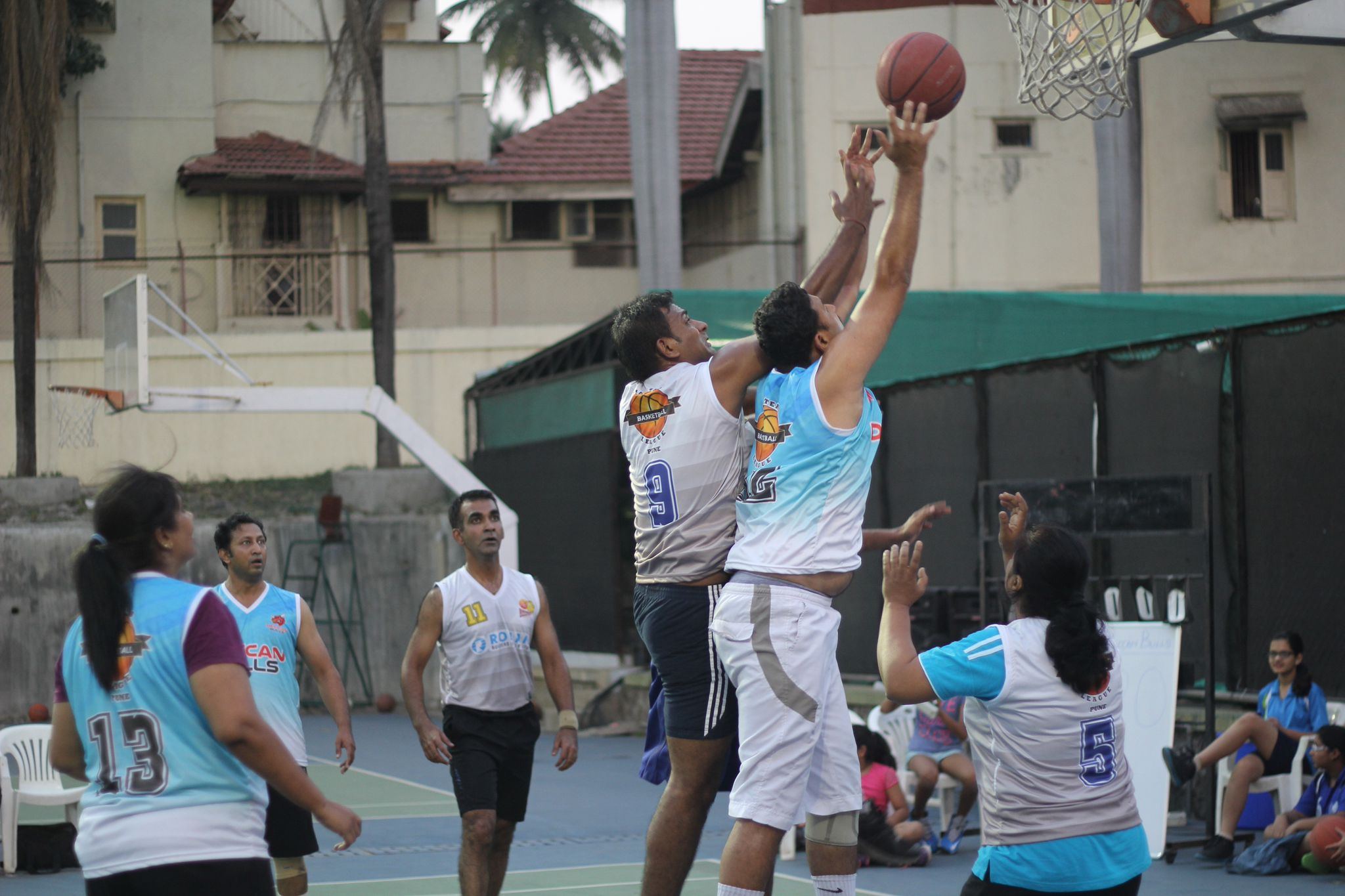 Masters Basketball League 2015 action